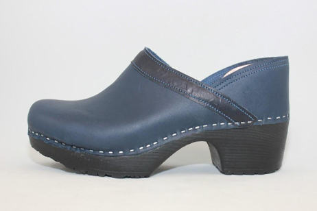 Concord FS Closed Back Clog<br />Navy Top Grain