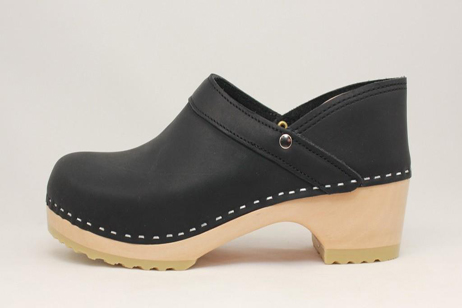 Plymouth PS Closed Back Clog<br />Black Top Grain
