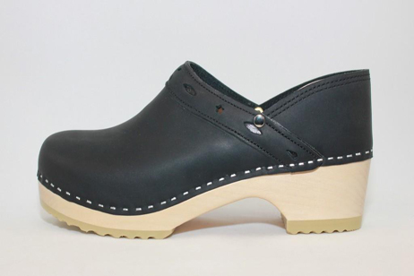 Plymouth FS Closed Back Clog<br />Black Top Grain